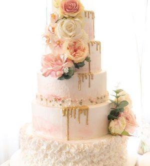 Pink and gold weddingcake