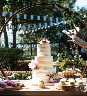 Bruidstaart met hoepel