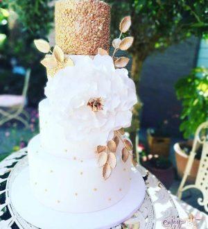 Witte bruidstaart met gouden top