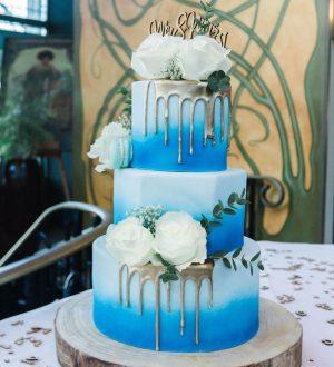 Blue wedding drippcake