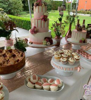 Bruidstaart met sweettable