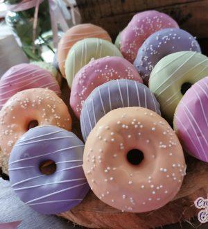 Minidonuts in pastelkleuren