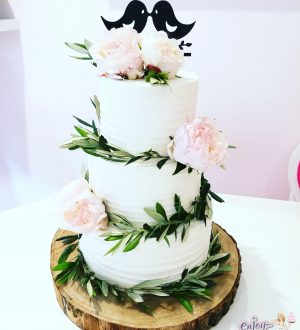 Simple elegant weddingcake
