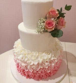 Pink ruffle weddingcake