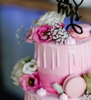 Pink creme dripp wedding cake