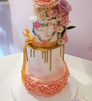 Ruffle peach drippwedding cake