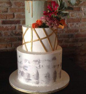Marmeren bruidstaart met gouden strepen
