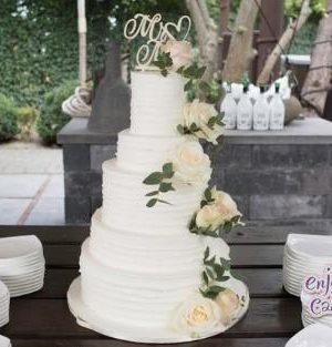 Elegante witte bruidstaart