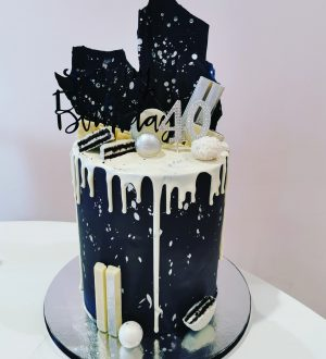 Black Dripp cake