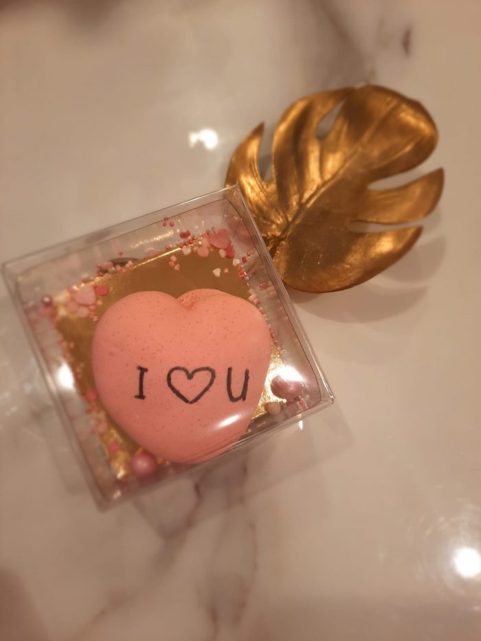 Valentijnshartmacaron in een doosje