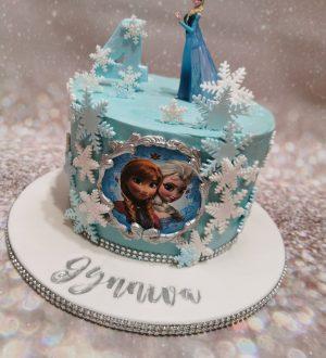 Frozen taart met Elza als topper