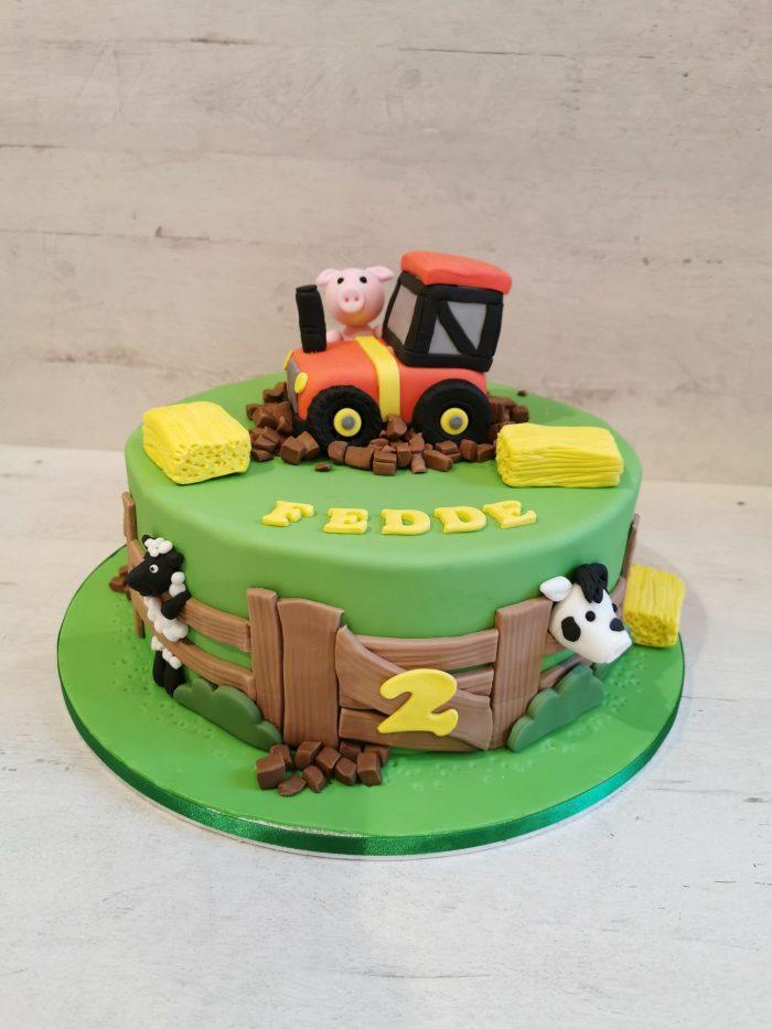 Boerderij met tractor taart