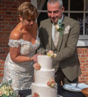 Elegante Witte Bruidstaart met parels