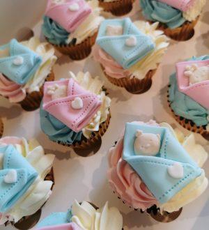 baby genderreveal cupcakes