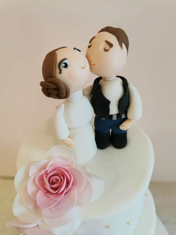 Romantische bruidstaart met star wars