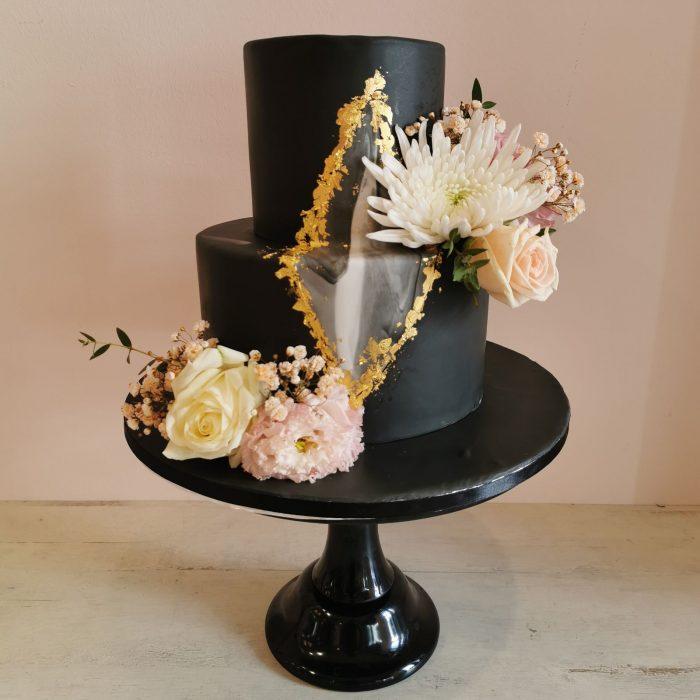 Black and gold weddingcake