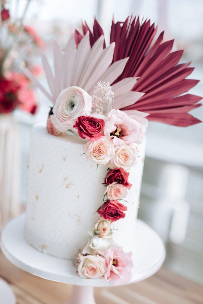 Hippe Bruidstaart met mooi icing decor